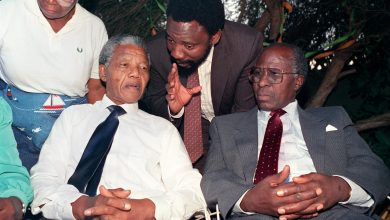 Photo of South African anti-apartheid campaigner Andrew Mlangeni dies at 95