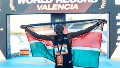 Photo of Kenya's Kandie smashes half marathon world record in Valencia